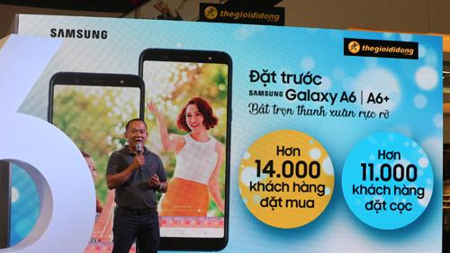 Ông Đoàn Văn Hiểu Em, Giám đốc ngành hàng Điện tử - Viễn thông của Thế Giới Di Động cho biết: Lời thế của Galaxy A6 và A6+ là được tích hợp nhiều tính năng phổ biến của dòng Samsung cao cấp với giá bán tầm trung. Theo thông tin của Thế Giới Di Động, Galaxy A6 và A6+ được bán với giá lần lượt là 6,99 và 8,99 triệu đồng với 3 phiên bản màu gồm: đen Titan, vàng thạch anh, xanh đại dương. Từ ngày27/5 đến30/6, khách hàng mua Samsung Galaxy A6, A6+ tại Thế Giới Di Động sẽ được trả góp 0% lãi suất (hoặc tặng một thùng Coca-Cola đối với Galaxy A6+), ưu đãi quà tặng Galaxy trị giá 1 triệu đồng và gói bảo hiểm rơi vỡ 6 tháng. Thông tin chi tiết về sản phẩm và khuyến mãi vui lòng truy cập website Thế Giới Di Động hoặc liên hệ 1800.1060.