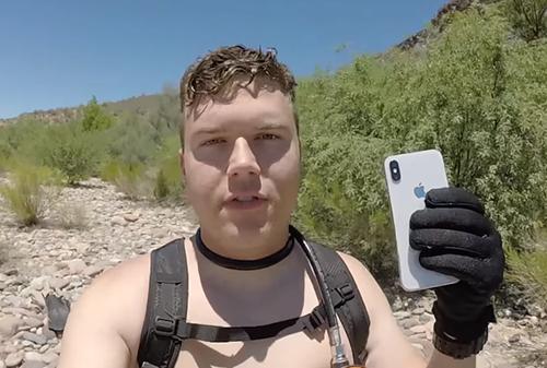 Dallas tìm được iPhone X dưới đáy sông.