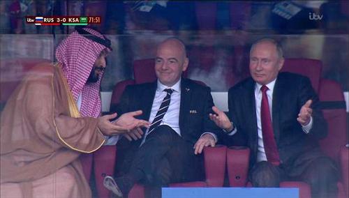 Putin nhún vai khi Nga ghi bàn thứ ba.