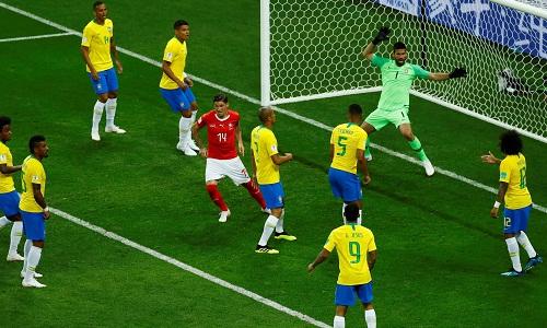 Bàn thắng của Thụy Sĩ gây tranh cãi vì trọng tài không nhờ tới sự hỗ trợ của VAR.