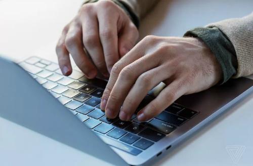 Apple thừa nhận lỗi bàn phím bướm trên MacBook