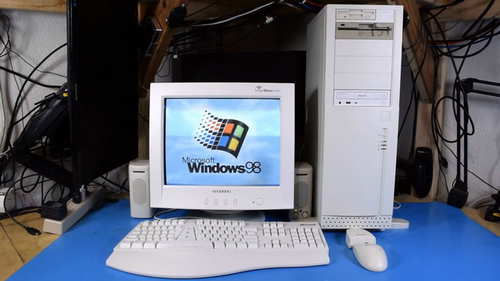Tuy gặp một số trục trặc khi cài đặt hệ điều hành, chiếc máy tính sau khi hoàn tất đã có thể chạy được Windows 98. Đây có thể xem là PC cổ chạy Windows 98 còn mới nguyên hiếm hoi trên thế giới.