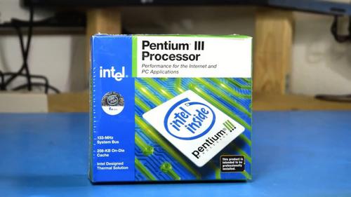 Máy sử dụng vi xử lý Tualatin Pentium III của Intel, ra mắt khoảng năm 2000 đến 2001.