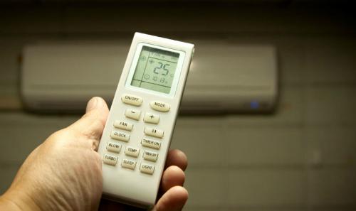 Nhiệt độ phòng luôn tăng cùng hóa đơn tiền điện cuối tháng.