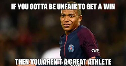 Hành động ăn vạ và câu giờ của Mbappe bị chỉ trích dữ dội. Tài khoản unsportmanslike đăng tấm hình Nếu bạn chơi không đẹp để dành chiến thắng, bạn không phải là vận động viên tuyệt vời kèm bình luận Tôi sẽ cổ vũ cho Brazil - nhưng không phải Neymar. Tôi sẽ cổ vũ cho Pháp - nhưng không phải là Mbappe..