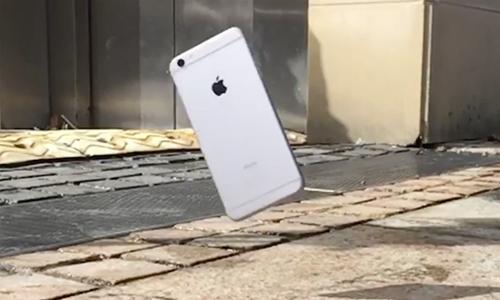 iPhone rơi từ độ cao 300m vẫn hoạt động