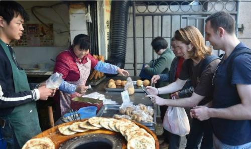 Trào lưu thanh toán di động đã lan tỏa khắp Trung Quốc. Ảnh Xinhua.