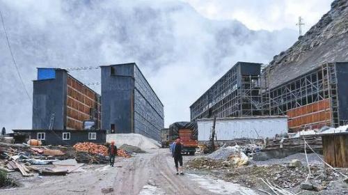 Mỏ tiền ảo của Lý Cương đang được xây dựng, với quy mô 100.000 máy đào.