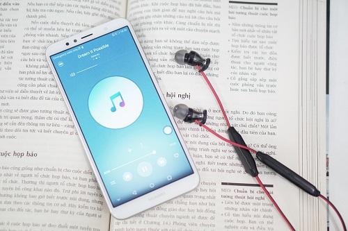 Máy có chất lượng âm thanh tốt nhờ công nghệ giả lập Histen do Huawei phát triner.