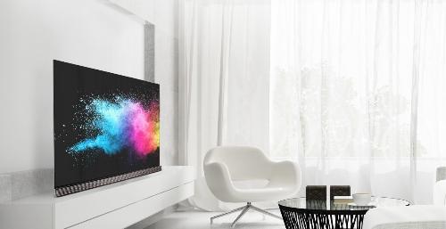 TV LG OLED có độ hiển thị sống động với hơn 8 triệu điểm ảnh tự phát sáng.