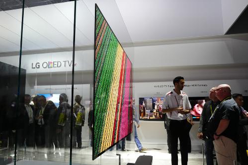 TV OLED có thiết kế hiện đại, cho phép bài trí trong nhiều không gian một cách linh hoạt.