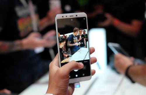Điểm ấn tượng nhất trên cả 2 smartphone này là đều chạy chip Snapdragonmạnh so với cùng phân khúc giá.