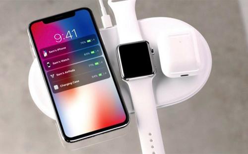 AirPower có thể sạc cùng lúc hai iPhone, hay iPhone, Apple Watch và AirPods.