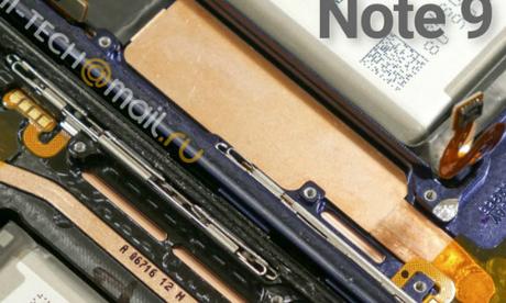 Hình ảnh so sánh độ lớn của hệ thống làm mát trên Note8 và Note9. Ảnh: Hi Tech Maill Ru