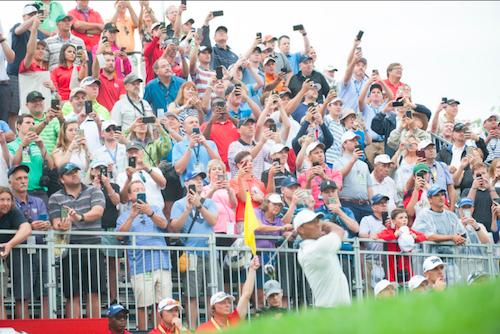 Smartphone thay đổi thế giới ra sao qua hai ảnh chụp Tiger Woods - 1