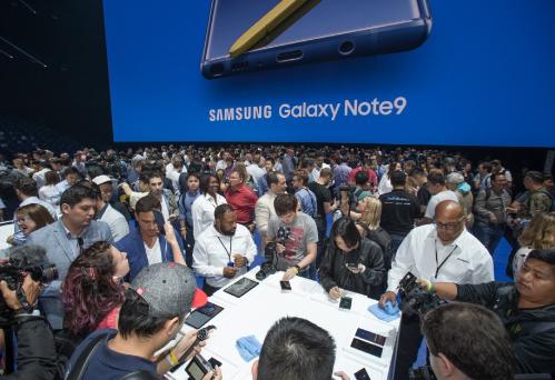 Không chỉ chú trọng vào smartphone, tất cả các sản phẩm điện tử của Samsung trong tương lai sẽ được gắn kết chặt chẽ với nền tảng IoT, hệ sinh thái thông minh, Bixby, VR, AR và cả AI.