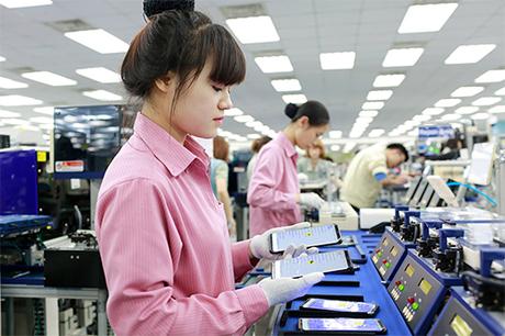 Bên trong một nhà máy sản xuất smartphone của Samsung tại Việt Nam.
