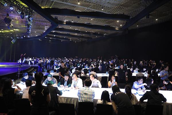 Hàng trăm khách mời tham gia chương trình ra mắt Galaxy Note9 tại TP HCM. Ảnh: Hữu Khoa.