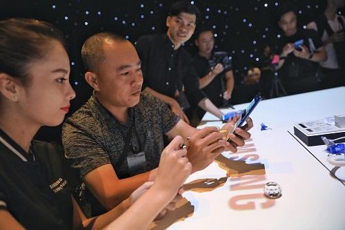 Sự kiện ra mắt Galaxy Note 9 tại TP HCM thu hút chú ý từ công chúng.