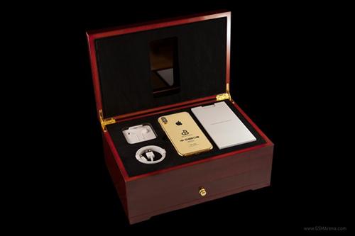 Phiên bản siêu sang của iPhone 2018 được đựng trong hộp gỗ sồi cao cấp.