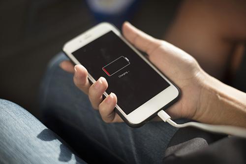 iPhone của Apple có tốc độ sạc chậm nhất trong số các smartphone được thử nghiệm.