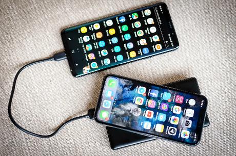 Tốc độ sạc pin với phụ kiện nguyên bản của iPhone X vẫn thua các smartphone Android cao cấp.