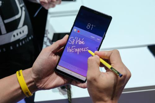Lượng đặt hàng Galaxy Note9 cao hơn S9