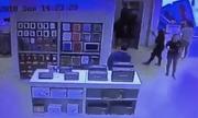 Khách nam đánh nữ nhân viên vì lỗi trên iPhone X