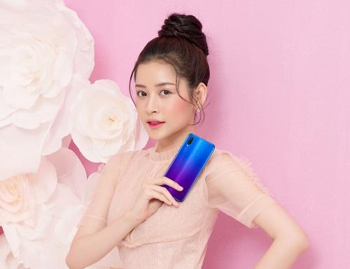 Chi Pu trong bộ ảnh thời trang chụp cùng Nova 3i.