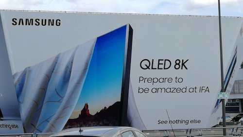 Biển quảng cáo về TV Samsung QLED 8K xuất hiện tại Berlin (Đức). Ảnh: Leo D.