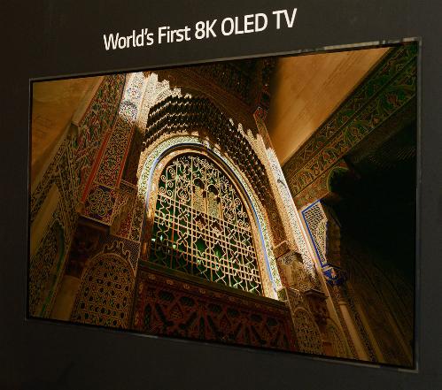 Mẫu TV OLED 8K 88 inch đầu tiên đã xuất hiện, sau khi tấm nền OLED 8K được trình làng đầu 2018.