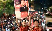 Dân công sở tìm cách xem trận Việt Nam - Hàn Quốc qua Internet