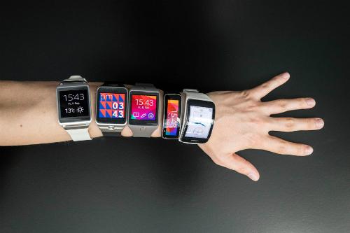 Ba cái tên đang dẫn đầu thị trường smartwatch lần lượt là Apple, Fitbit và Samsung.