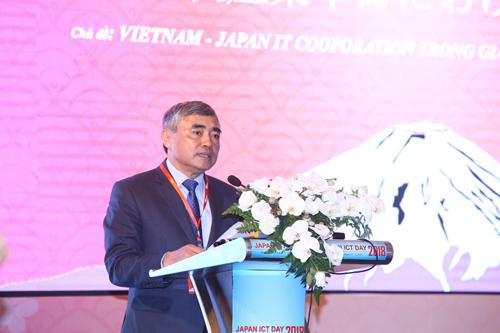 Thứ trưởng Nguyễn Minh Hồng cho biết Bộ Thông tin và Truyền thông đang xây dựng đề án chuyển đổi số, đưa Việt Nam bắt kịp cách mạng 4.0