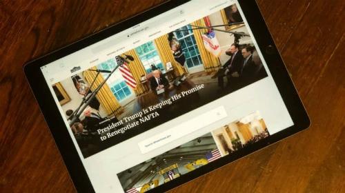 Đọc tin tức trên iPad có thể là thói quen của tổng thống Mỹ mỗi buổi sáng.
