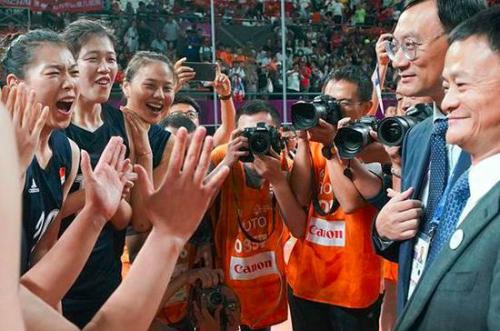 Jack Ma được biết tới là người hâm mộ thể thao và luôn đặc biệt ưu ái các nữ vận động viên.