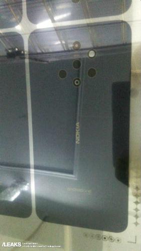 Mặt lưng với cụm camera nhiều ống kính trên Nokia 9. Ảnh: Phone Arena.