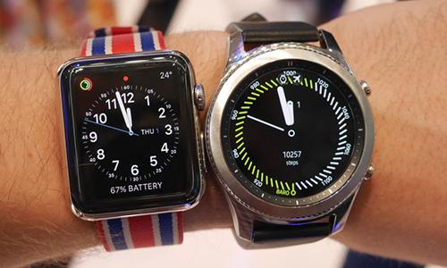Thị trường thiết bị đeo chuyển dịch sang các đồng hồ thông minh nhiều tính năng.