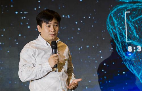 Ông Lê Hồng Việt công bố sự kiện FPT Techday lần thứ sáu.