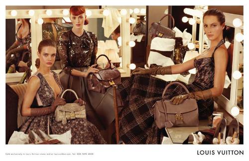 Bộ ảnh quảng cáo của Louis Vuitton tưởng chừng như đã hoàn hảo, nhưng nhiều người đã phát hiện ra một điểm bất thường. Xem đáp án.