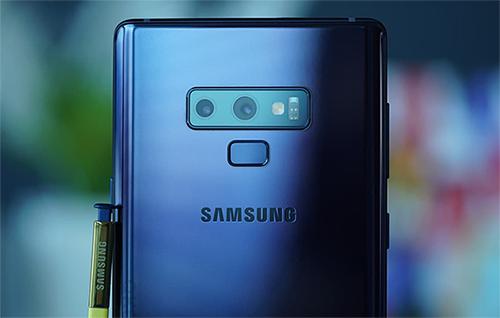 Note9 trang bị camera kép đặt ngang với thông số giống Galaxy S9+.