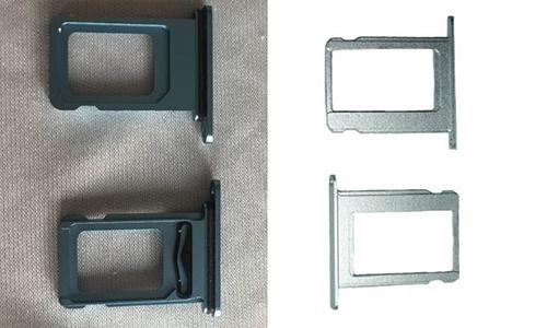 Khay sim kép xếp chồng của iPhone Xc (trái) so với khay sim đơn của iPhone hiện nay.