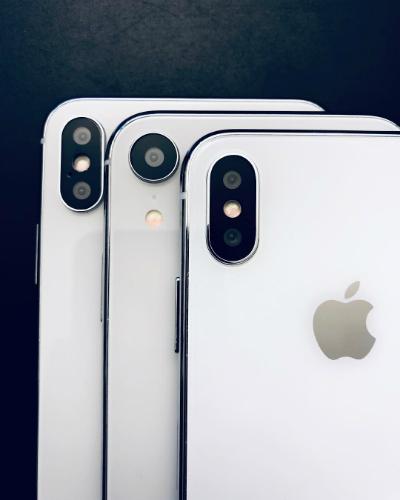iPhone Xc có màn hình 6, 1 inch, to hơn Xs nhưng nhỏ hơn Xs Max.