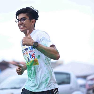 Ông Syed Saddiq trong một hoạt động thể thao với chiếc Gear S3 Frontier.