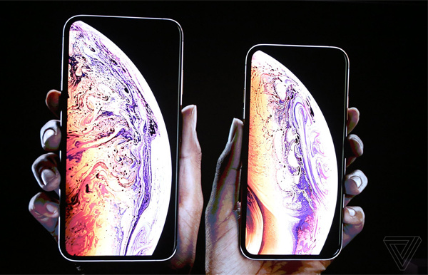 iPhone Xs Max (trái) và iPhone Xs.