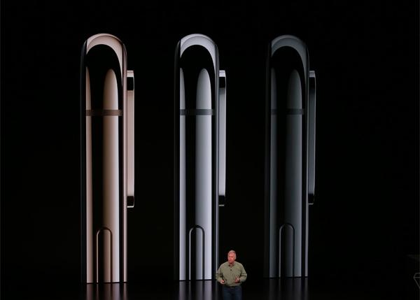 Ba màu sắc của iPhone Xs và Xs Max là vàng, bạc và xám đen.
