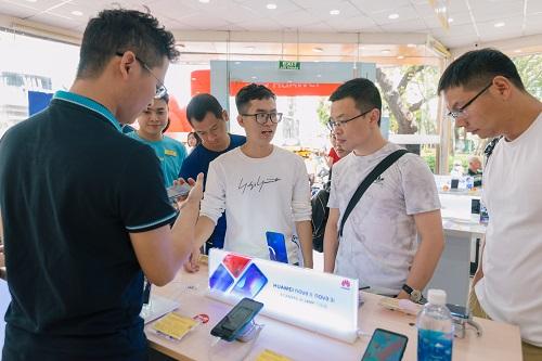 Sức hút của Huawei Nova 3i thể hiện ở con số 22.000 đơn đặt hàng trước trong vòng 10 ngày trước khi sản phẩm chính thức lên kệ.