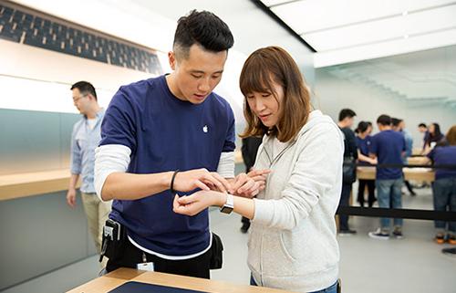 Bên trong một Apple Store. Ảnh: Apple.
