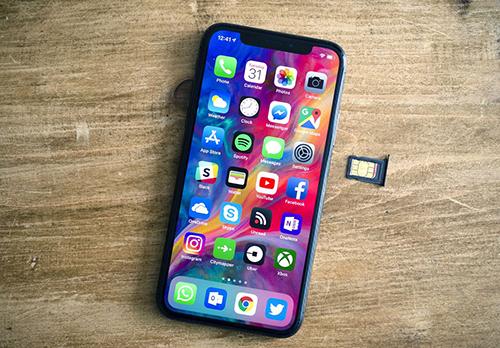 iPhone Xs và Xs Max sử dụng một sim vật lý và một e-sim.