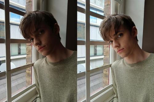 So sánh ảnh selfie không có HDR (bên trái) và có HDR (bên phải)